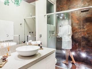 Ванные комнаты в . Автор – Ambientta Arquitetura, Модерн