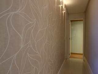 現代風玄關、走廊與階梯 根據 Oleari Arquitetura e Interiores 現代風