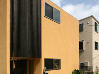 Casas de estilo moderno de 根來宏典建築研究所 Moderno