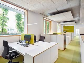 Neue Büroräume für BPD Immobilienentwicklung GmbH in Freiburg Minimalistische Bürogebäude von DOMANI INTERIOR. Möbel. Art. aus Freiburg Minimalistisch