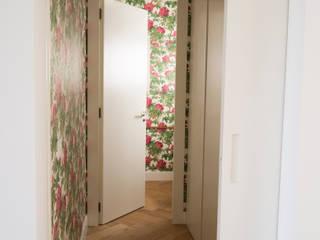 Bathroom by Singularq Architecture Lab, Mediterranean