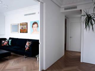 PQ Apartment Salones de estilo mediterráneo de Singularq Architecture Lab Mediterráneo