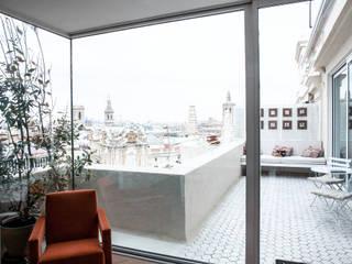 PQ Apartment Balcones y terrazas de estilo mediterráneo de Singularq Architecture Lab Mediterráneo