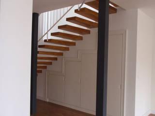 STİLART MOBİLYA DEKORASYON İMALAT.İNŞAAT TAAH. SAN.VE TİC.LTD.ŞTİ. Modern corridor, hallway & stairs