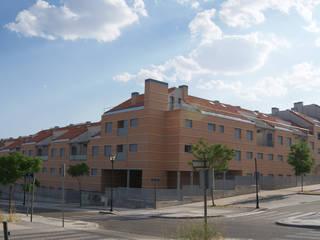 63 Viviendas, 48 Despachos, 2 Locales Comerciales, Trasteros y Garaje. Arroyomolinos. Madrid. Casas de estilo moderno de beades arquitectos s.a.p. Moderno