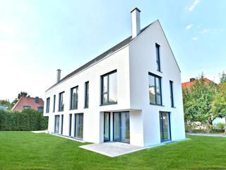 Casas modernas de Lebenstraum-Immobilien GmbH & Co.KG Moderno