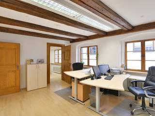Büro in historischem Gebäude in prominenter Lage Rustikale Bürogebäude von Lebenstraum-Immobilien GmbH & Co.KG Rustikal