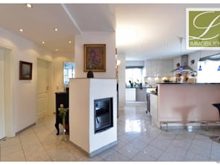 exklusive 5-Zimmer-Wohnung mit großem Balkon Moderne Wohnzimmer von Lebenstraum-Immobilien GmbH & Co.KG Modern