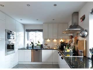 exklusive 5-Zimmer-Wohnung mit großem Balkon Moderne Küchen von Lebenstraum-Immobilien GmbH & Co.KG Modern