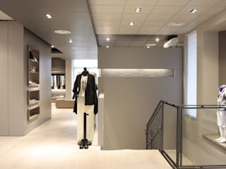 Bettoni Shop by Andrea Gaio Design Modern