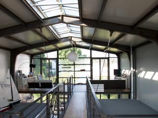 """Wohnhaus """"STAHL"""" - Konzept ohne Dogma:  Wohnzimmer von buttler architekten"""