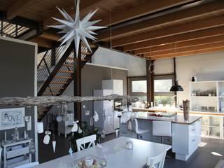 """Wohnhaus """"STAHL"""" - Konzept ohne Dogma Moderne Küchen von buttler architekten Modern"""