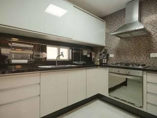 Cozinha Flat: Cozinhas  por arqMULTI