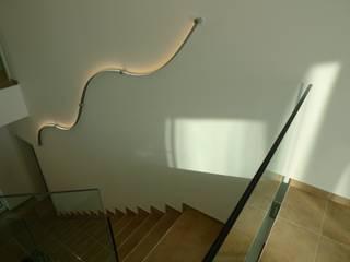 Modern corridor, hallway & stairs by Bolz Licht und Wohnen 1946 Modern