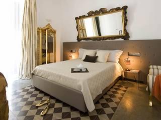 room moka: Camera da letto in stile in stile Eclettico di FS design