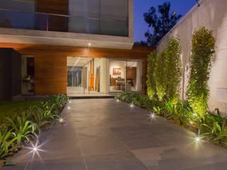 Ingreso principal Casas minimalistas de DLPS Arquitectos Minimalista