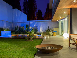 Modern garden by DLPS Arquitectos Modern