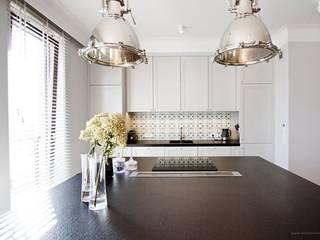 Projekt Wnętrza mieszkania 140 m kw Klasyczna kuchnia od Katarzyna Kraszewska Architektura Wnętrz Klasyczny
