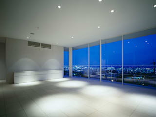 苦楽園二番町の家Ⅰ: 株式会社  小林恒建築研究所が手掛けたリビングです。