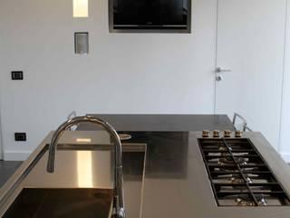 Isola con tavolo arclinearoma Cucina moderna
