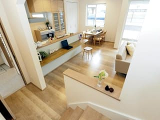 Live Sumai - アズ・コンストラクション - Modern Corridor, Hallway and Staircase White