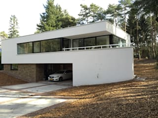 Modern home by ir. G. van der Veen Architect BNA Modern