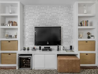 Eclectic style media room by Cores Lovers Eclectic