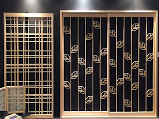 Original modern door of the new sense Puertas y ventanas de estilo moderno de 有限会社種村建具木工所 Moderno
