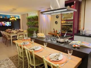 Modern kitchen by Lorrayne Zucolotto Arquitetura Modern