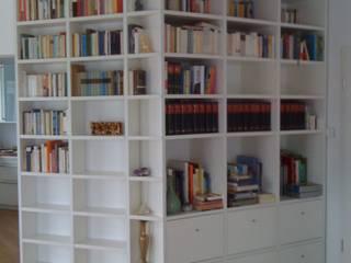 Bücherregal lackiert:   von ARTfischer Die Möbelmanufaktur.