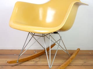RAR(Rocking Armchair Rod Base): Mid-Century MODERN Furniture & Objectが手掛けた現代のです。,モダン