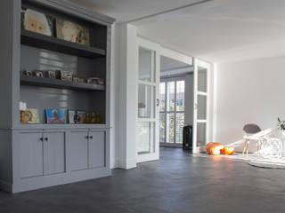 Woonbeton - Cementgebonden gietvloer: moderne Woonkamer door Motion Gietvloeren