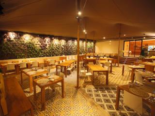 Terraza Draulic Hotel Canyelles Roses: Locales gastronómicos de estilo  de ruiz narvaiza associats sl