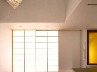 6th studio / 一級建築士事務所 スタジオロク Salas de estar modernas Branco