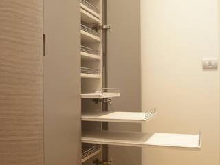 Loft - Arredo su misura di un quadrilocale:  in stile  di Lilea Design