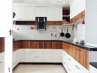 Cooking Space Revamped:  Kitchen by Drawing Hands Studio