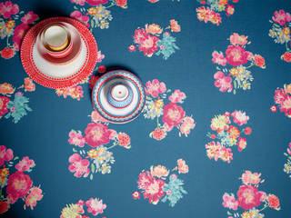 Olily Atelier Paredes y suelos de estilo moderno de tapetenshop.de Moderno