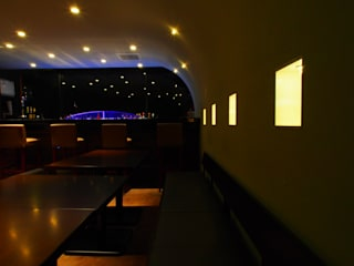 SUN Tama Bar の (株)グリッドフレーム モダン