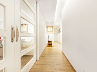 Classic style corridor, hallway and stairs by itta estudio Classic