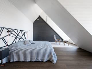 Hafengebäude an der Ostsee Minimalist bedroom by Baltic Design Shop Minimalist