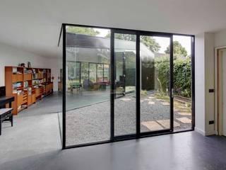 uitbreiding woonhuis Moderne ramen & deuren van JMW architecten Modern