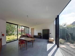 Salas de jantar  por JMW architecten, Moderno Vidro