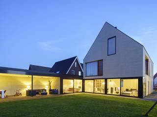 vrijstaand woonhuis particulier Moderne woonkamers van JMW architecten Modern