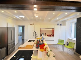 RISTRUTTURAZIONE EDIFICIO ANNI 50 MBA MARCELLA BRUGNOLI ARCHITETTO Cucina moderna