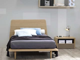 'Canova' wooden bed with headboard by Corazzin homify BedroomBeds & headboards Wood Wood effect