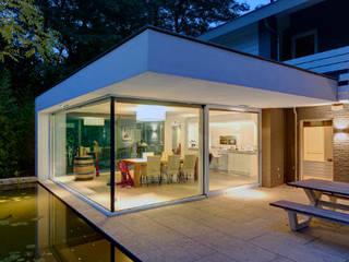 uitbreiding woonhuis Moderne balkons, veranda's en terrassen van JMW architecten Modern