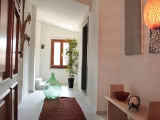 Progetto Vivere lo Stile Pasillos, vestíbulos y escaleras modernos