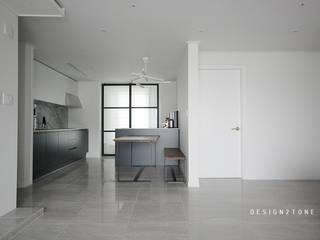 modern house : design2tone의  주방