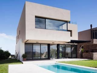 CASA JN: Casas de estilo moderno por Speziale Linares arquitectos