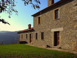 NUOVA EDIFICAZIONE: CASCINA BARROERO - CORTEMILIA: Case in stile  di Studio di Architettura Giacomo Alessandria